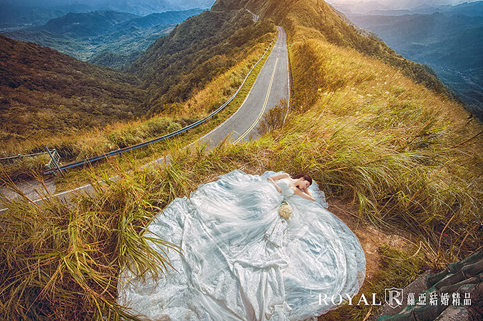 婚紗照-婚紗照姿勢-躺著拍照姿勢-台北-婚紗照-拍婚紗-蘿亞婚紗