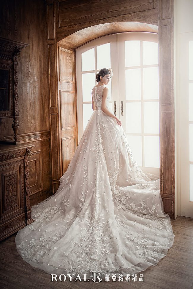 婚紗禮服款式-蓬裙婚紗-手工婚紗-蕾絲白紗-婚紗款式2019