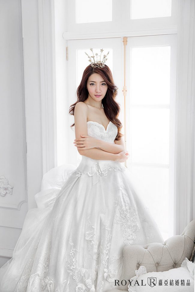 婚紗禮服款式-蓬裙婚紗-桃心領婚紗-手工婚紗-婚紗款式2019