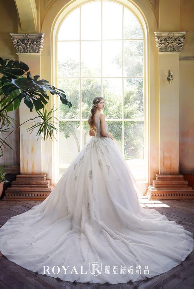 婚紗禮服款式-蓬裙婚紗-白紗婚紗-古典婚紗-性感婚紗-婚紗款式2020