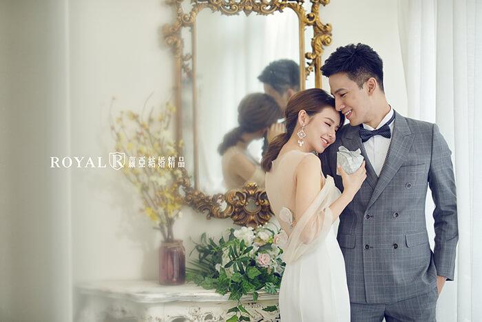 韓式婚紗-韓國婚紗-韓風婚紗-韓國婚紗攝影-搭配浪漫唯美窗光,蘿亞造型師打造的低馬尾新娘造型更顯優雅氣質