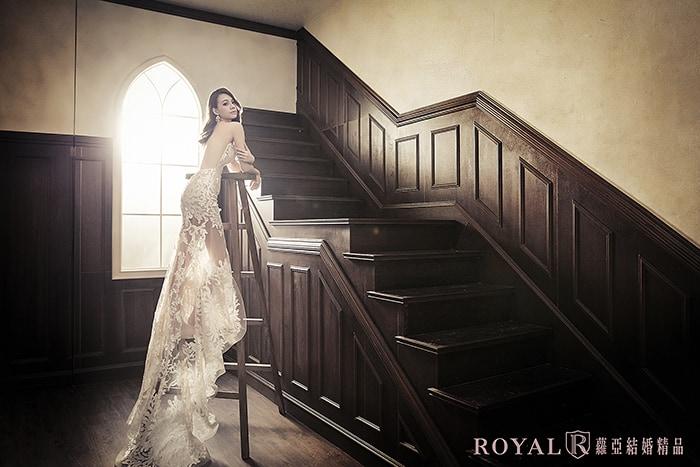 韓式婚紗-韓國婚紗-韓風婚紗-韓國婚紗攝影-運用梯子當作婚紗道具,襯托出韓式新娘的高挑身材