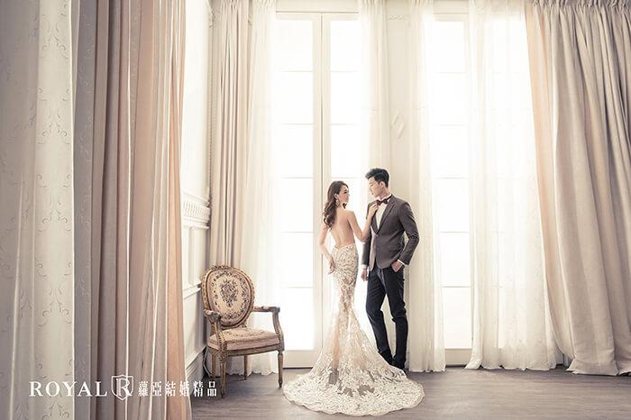 韓式婚紗-韓國婚紗-韓風婚紗-韓國婚紗攝影-GOOD GOOD好拍市集實景攝影棚,在大面積乾淨的背景落地窗前,拍出明星架勢