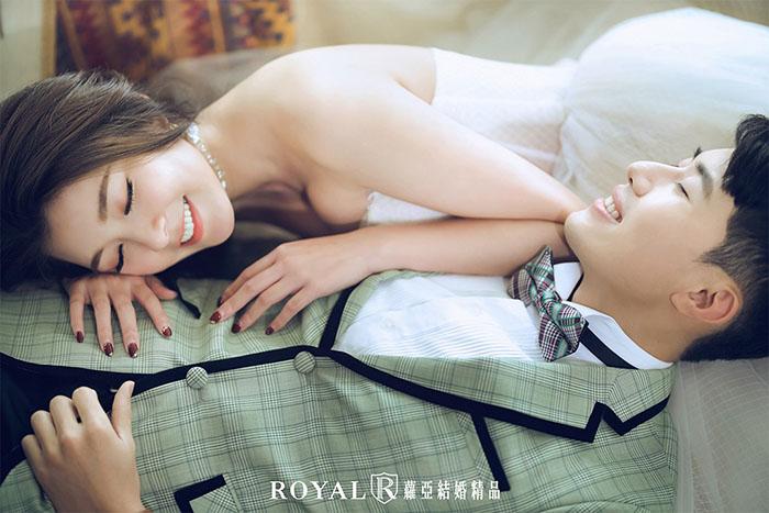 婚紗照-婚紗照姿勢-躺著拍照姿勢-室內婚紗照-2-台北-婚紗照-拍婚紗-蘿亞婚紗