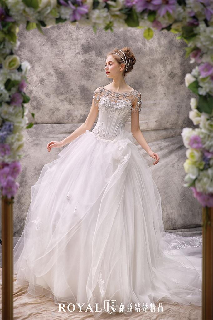白紗-禮服-白紗款式-桃心領澎裙白紗-婚紗照-拍婚紗-台北-蘿亞婚紗