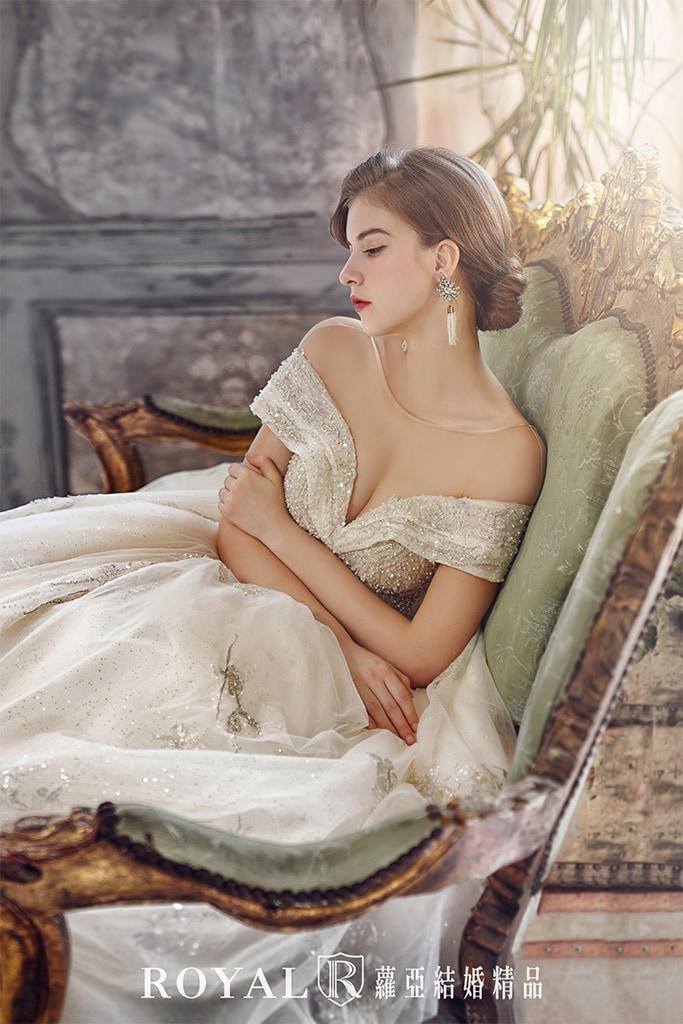 白紗-禮服-白紗款式-深V卡肩白紗-婚紗照-拍婚紗-台北-蘿亞婚紗
