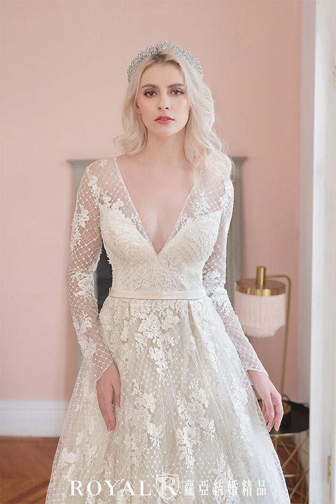 白紗-禮服-白紗款式-深V長袖白紗-婚紗照-拍婚紗-台北-蘿亞婚紗