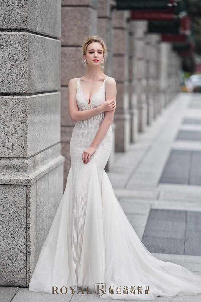 白紗-禮服-白紗款式-深V魚尾白紗-婚紗照-拍婚紗-台北-蘿亞婚紗