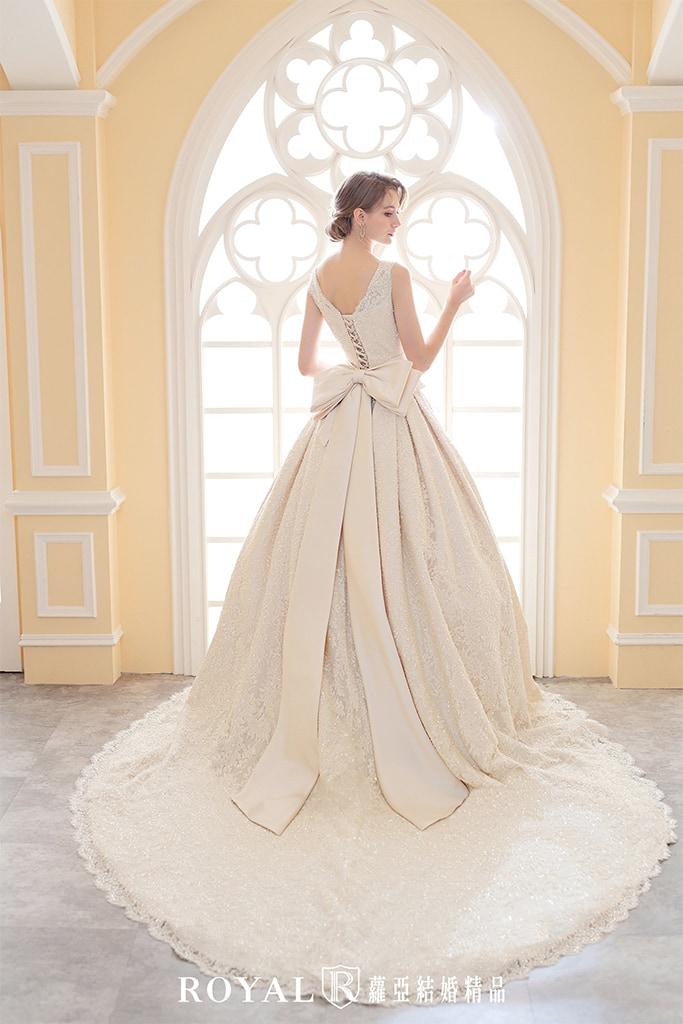 白紗-禮服-白紗款式-英式氣勢白紗-婚紗照-拍婚紗-台北-蘿亞婚紗