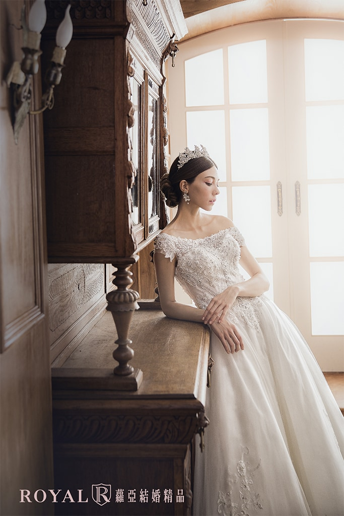 白紗-禮服-白紗款式-裸肩優雅白紗-婚紗照-拍婚紗-台北-蘿亞婚紗