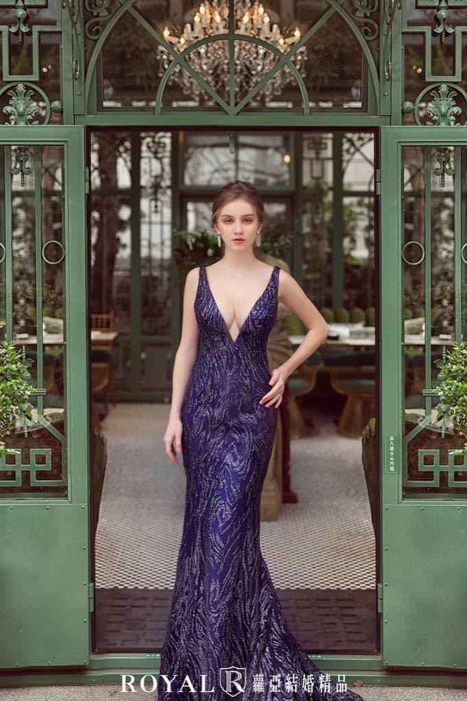小隻女婚紗-新娘禮服-深V奢華深藍晚禮服-婚紗禮服-蘿亞婚紗-台北婚紗